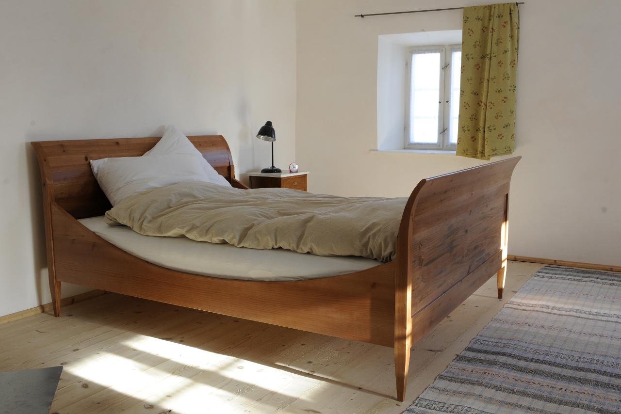 massivholzbettenseelos wohnen. Black Bedroom Furniture Sets. Home Design Ideas