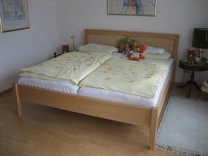 Bett Rattan 300x225 Massivholzbetten